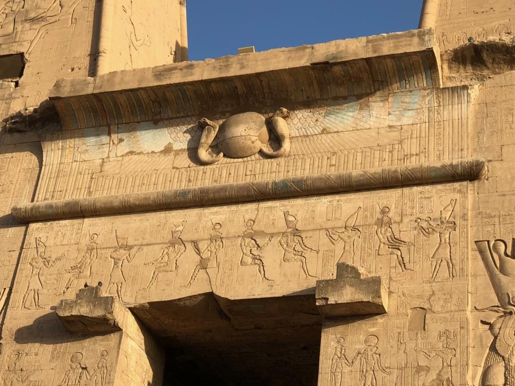 エジプト エドフ ホルス神殿(エドフ神殿) 塔門 上部