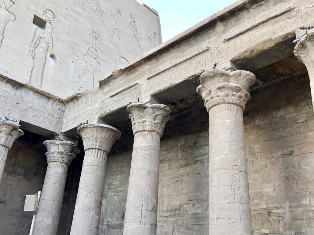 エジプト エドフ ホルス神殿(エドフ神殿) 中庭 柱頭