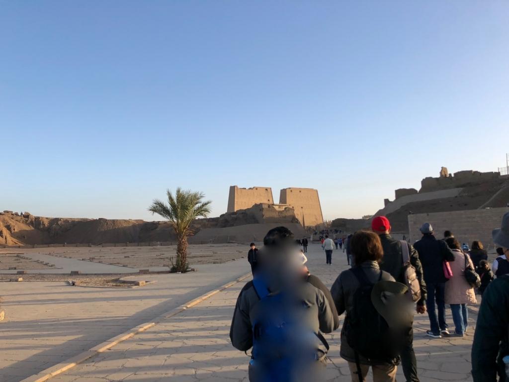 エジプト エドフ ホルス神殿前 広場