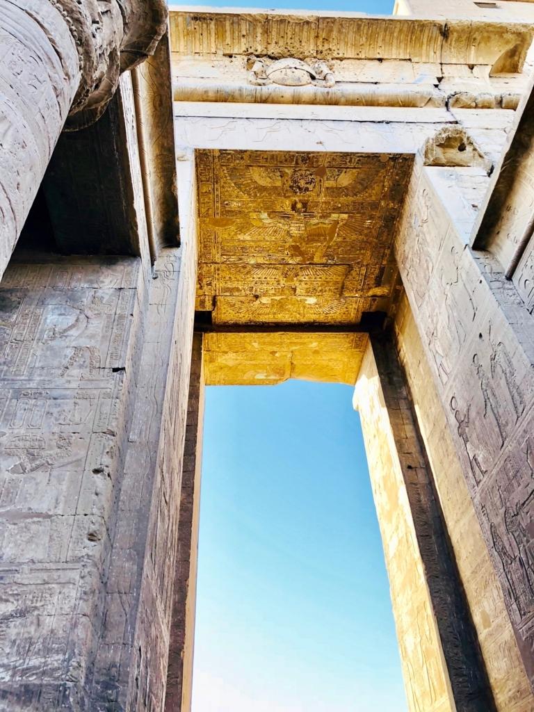 エジプト エドフ ホルス神殿(エドフ神殿) 塔門 天井