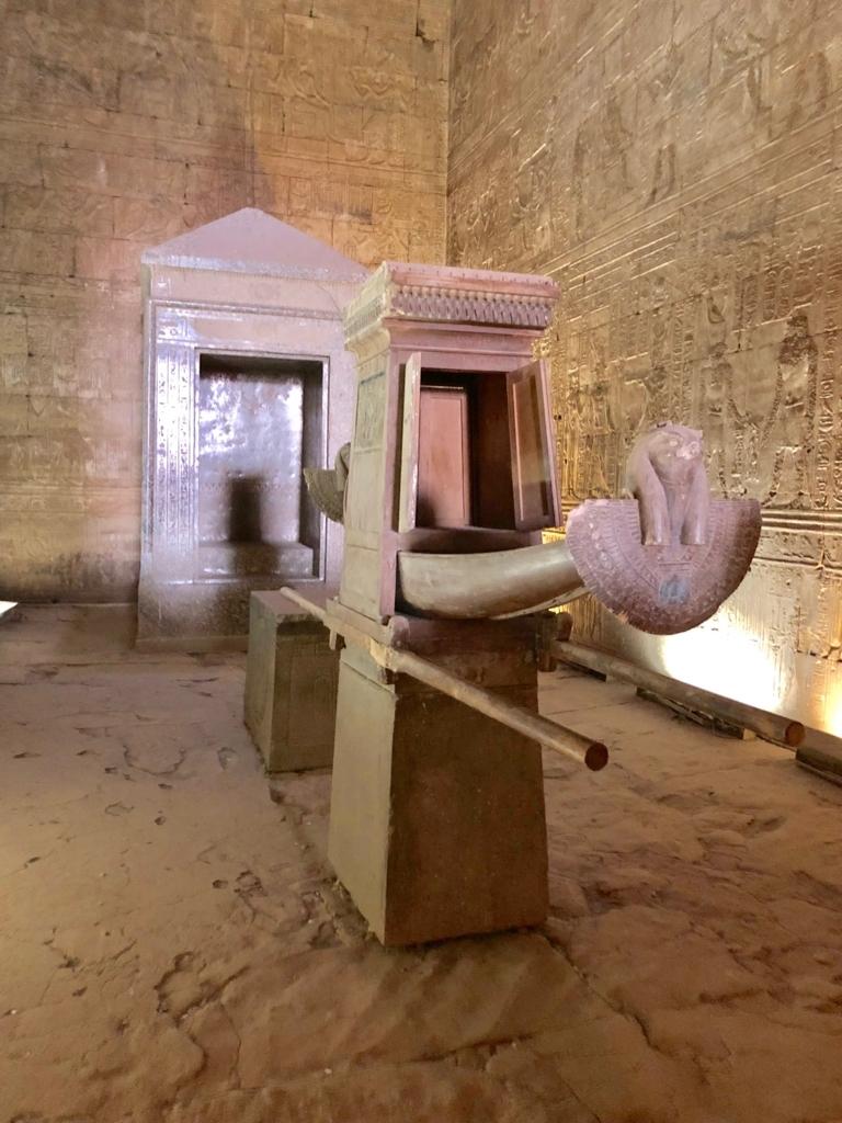 エジプト エドフ ホルス神殿(エドフ神殿)至聖所