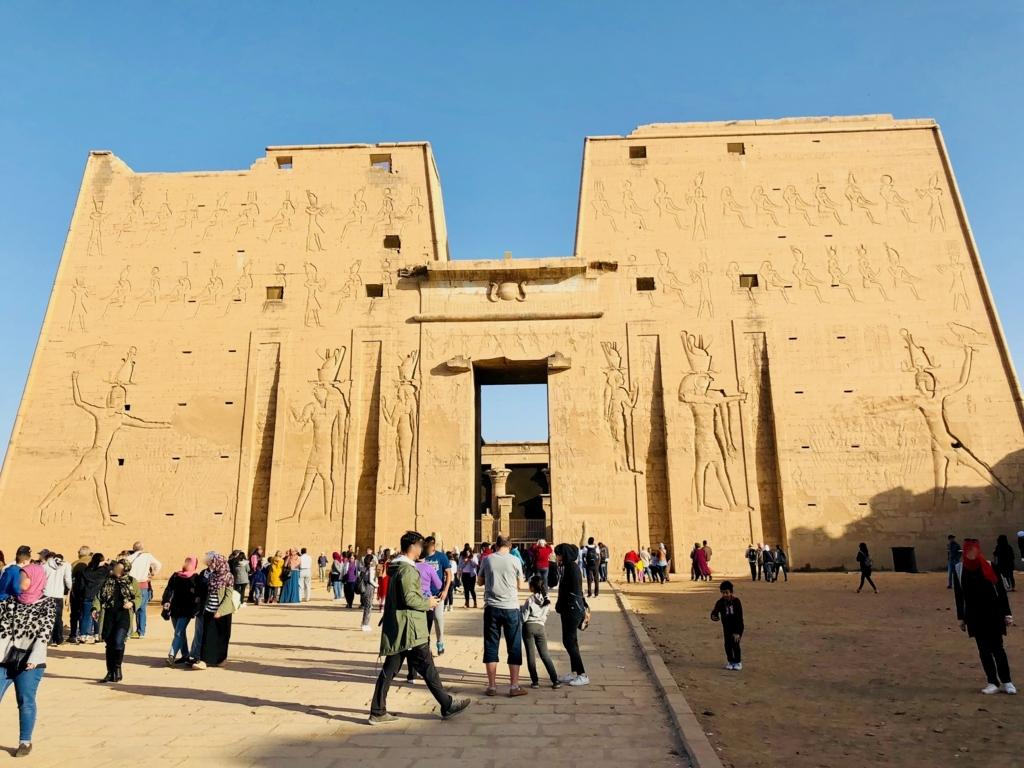エジプト エドフ ホルス神殿(エドフ神殿) 塔門
