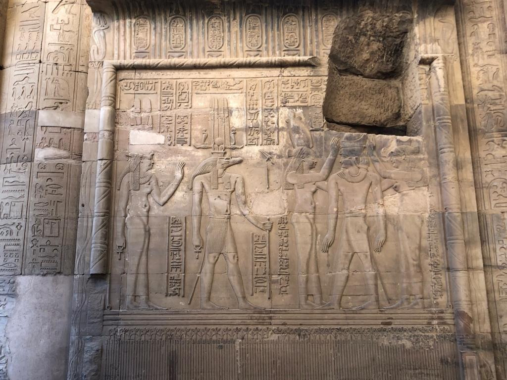 エジプト コムオンボ 「コムオンボ神殿」セベク神のレリーフ