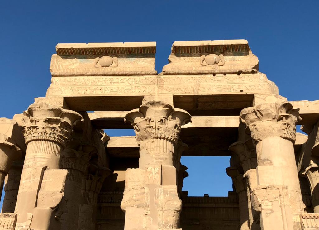エジプト コムオンボ 「コムオンボ神殿」色の残る塔門