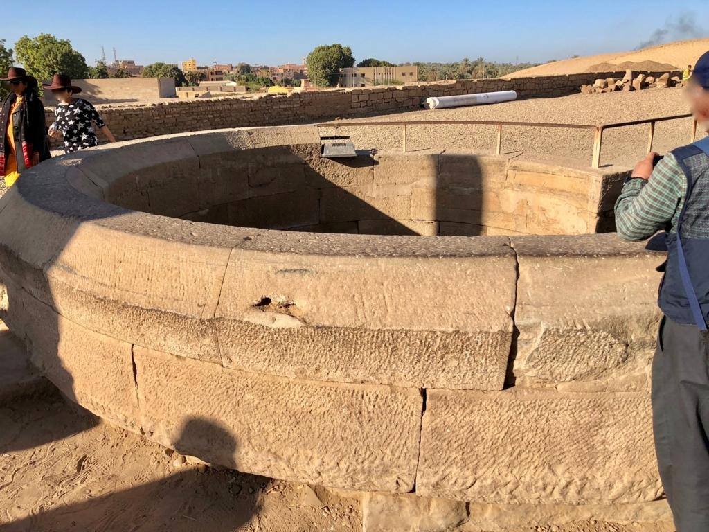 エジプト コムオンボ 「コムオンボ神殿」ナイルメーター 井戸入り口