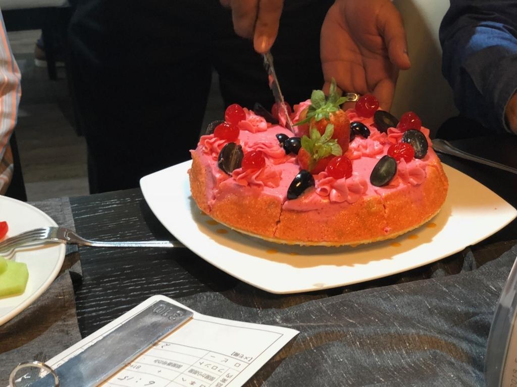 エジプト ナイル川クルーズ船 MS/PREMIUM 1日目夕食 サプライズ バースディケーキ