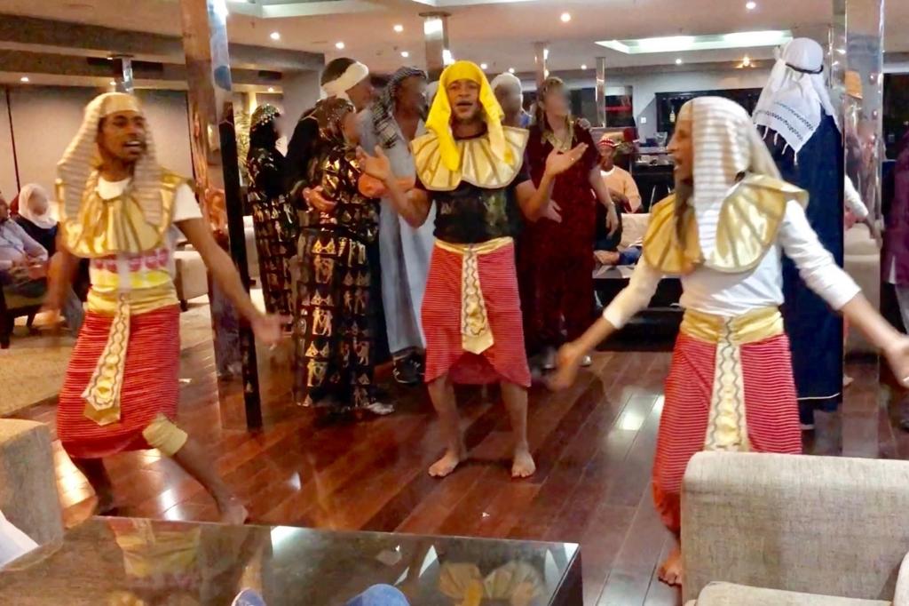 エジプト ナイル川クルーズ船 MS/PREMIUM ガラベーヤパーティー ヌビア舞踊