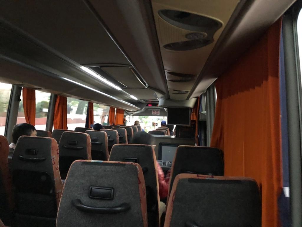 エジプト アスワンからアブシンベル神殿へ 観光バス