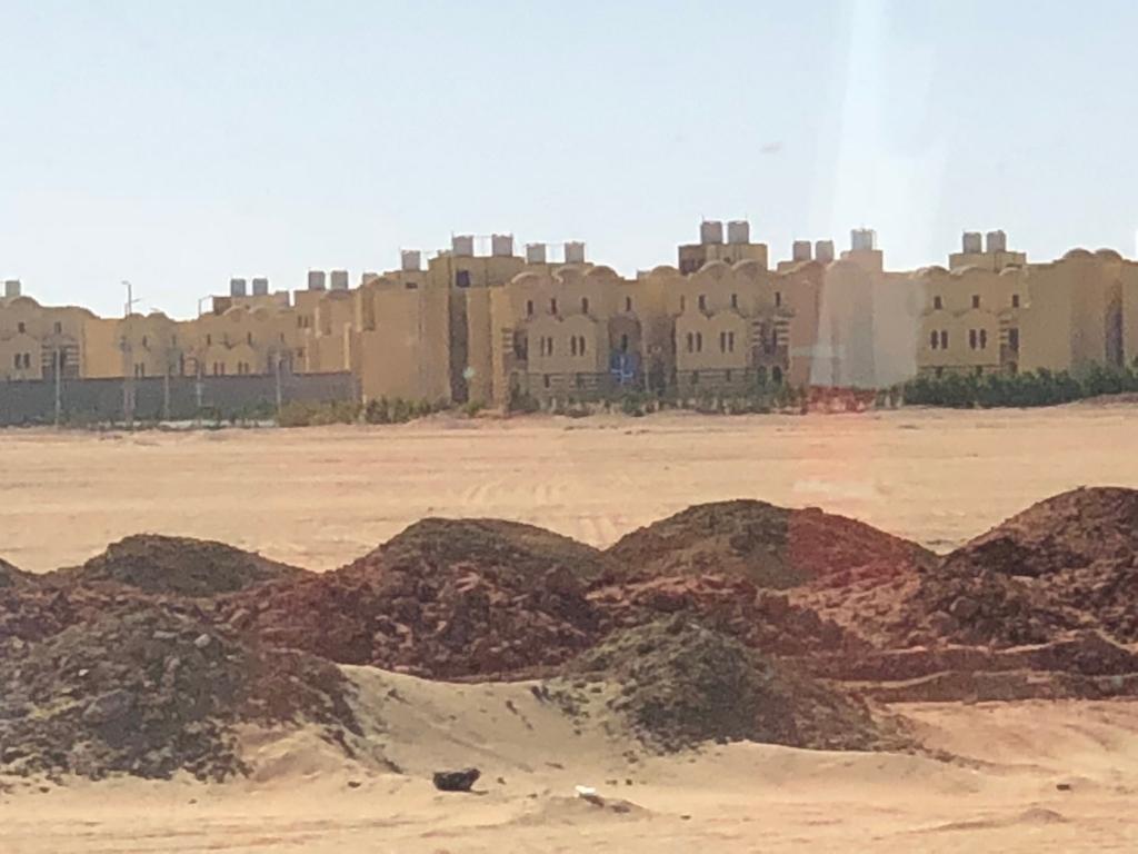 エジプト アブシンベル神殿への道 75号線 車窓 新都心建設中