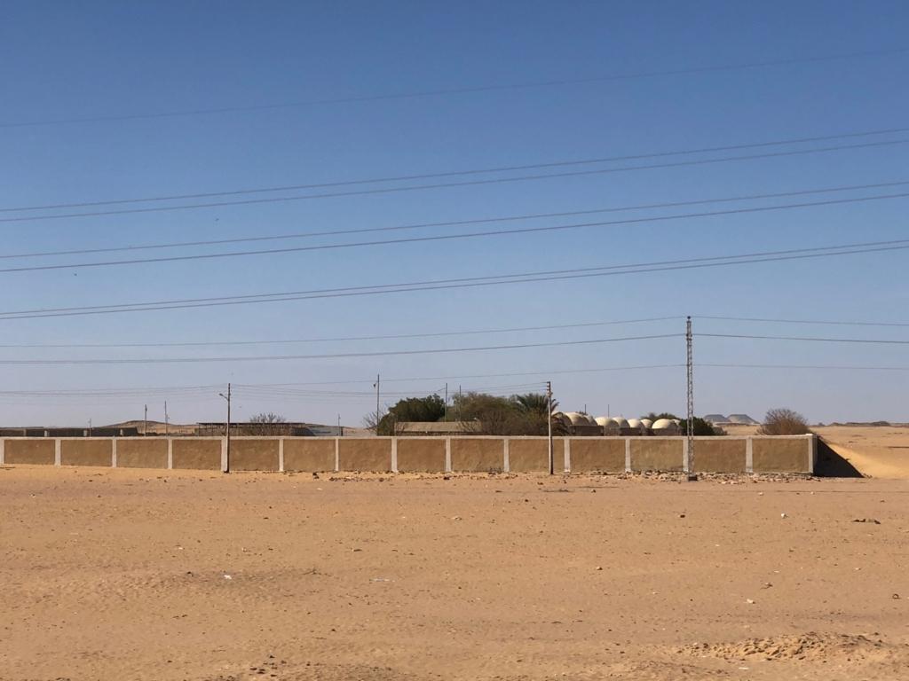 エジプト アブシンベル神殿への道 75号線 車窓 EL Mostakbal Village ラクダの検疫場