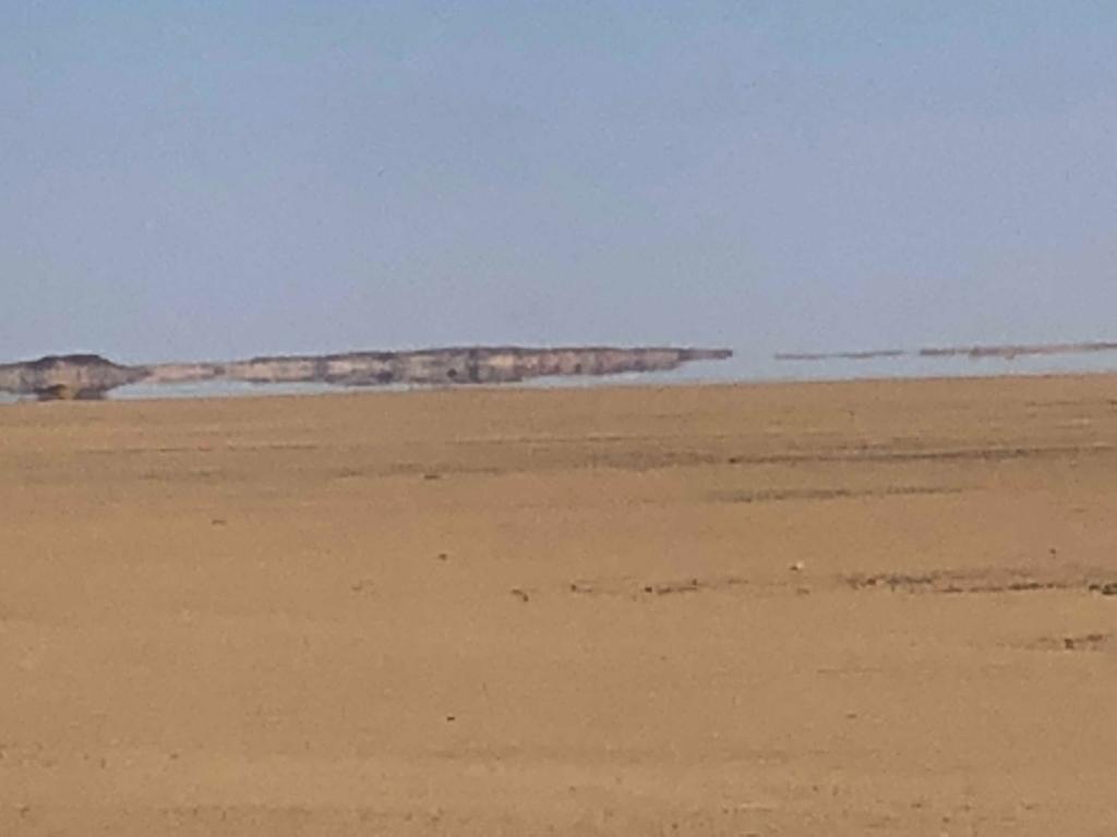 エジプト アブシンベル神殿への道 75号線 車窓 砂漠の蜃気 拡大