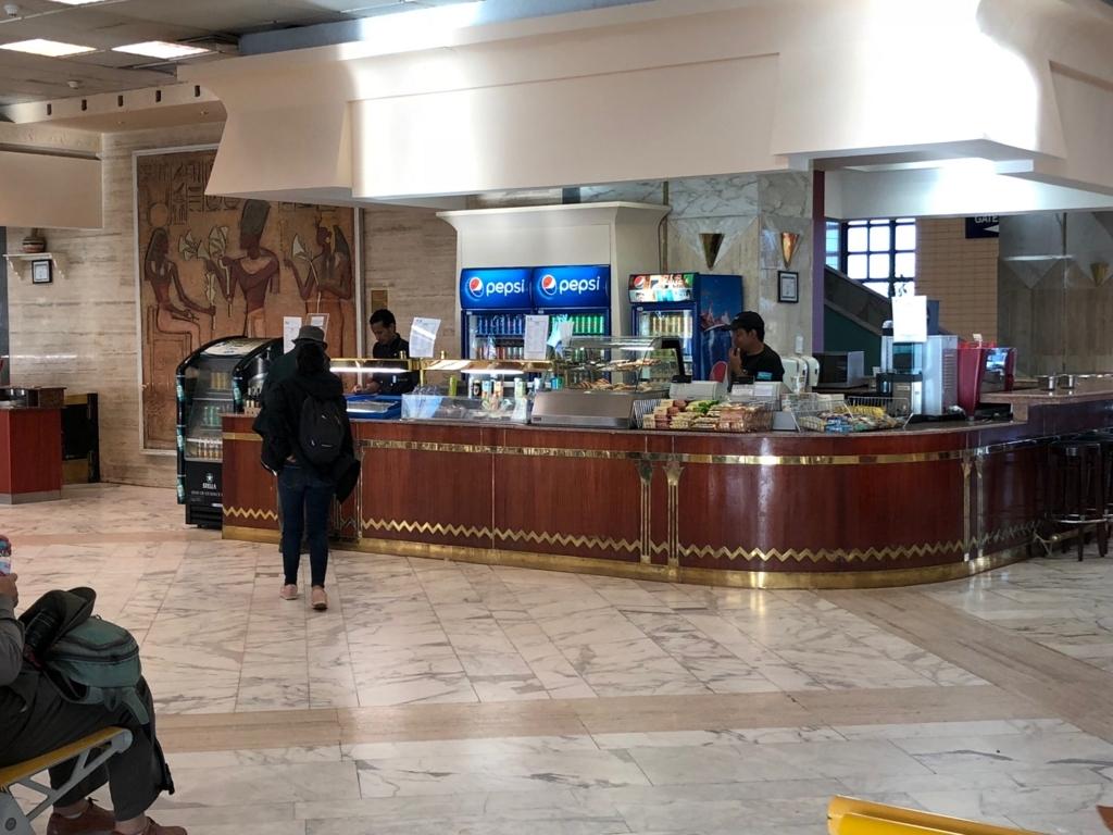エジプト アスワン空港 オープンしている売店