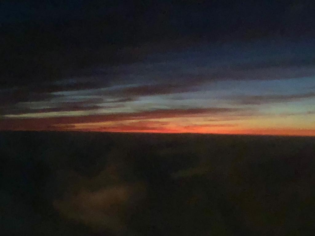 エジプト アスワン-カイロ空港 エジプト航空 MS398便から 日没後