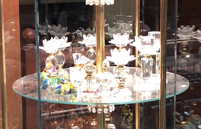 エジプト アスワン 香水(アロマ)屋さん「KYPHI PERFUMES」高価な香水瓶 ピラミッド型