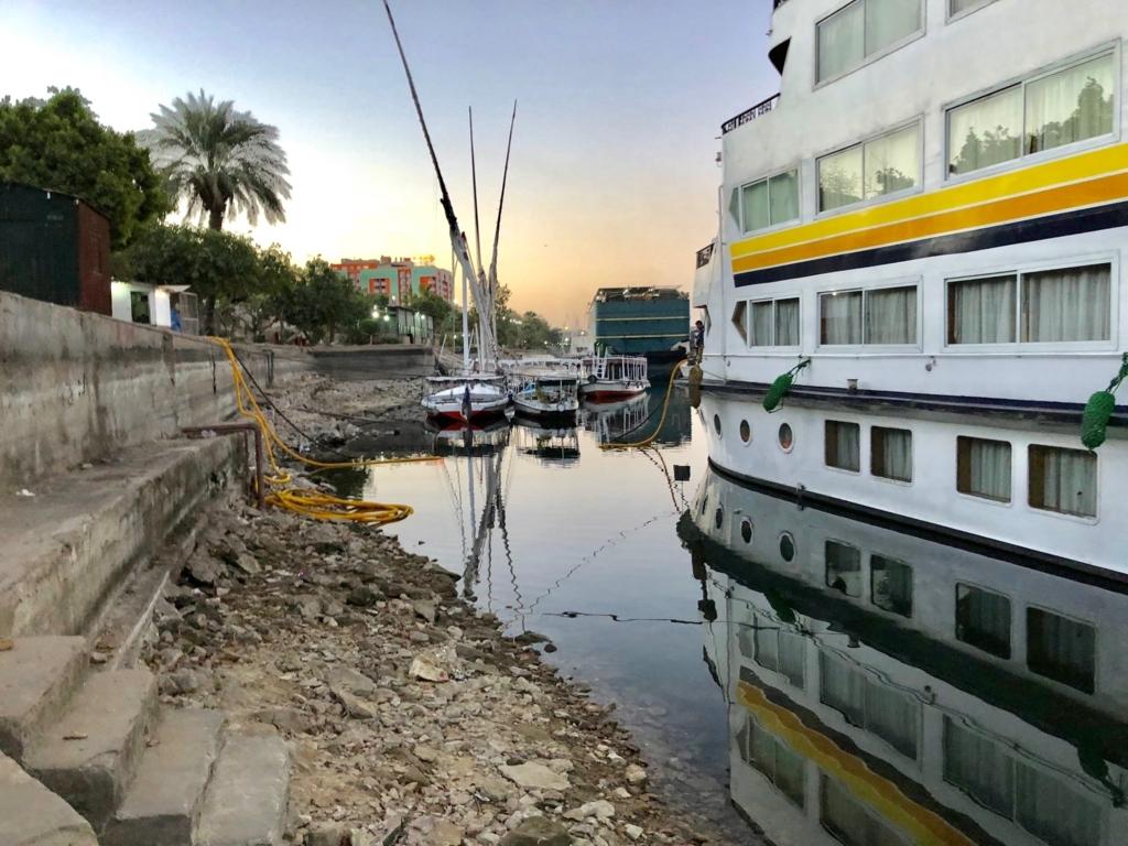 エジプト アスワン 船着場 クルーズ船下船