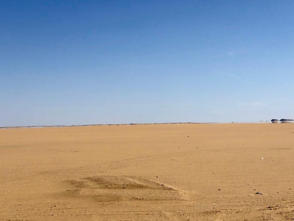 エジプト アブシンベル神殿への道 75号線 車窓 砂漠の蜃気