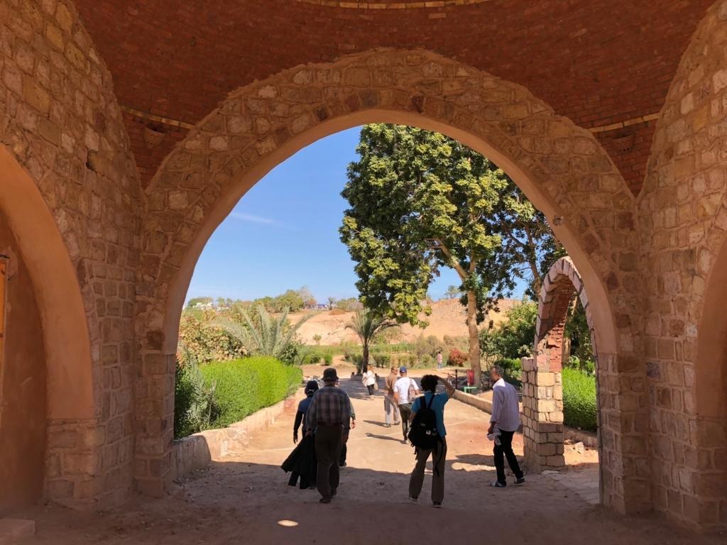 エジプト ナセル湖畔 「Eskaleh Nubian Ecolodge」 庭