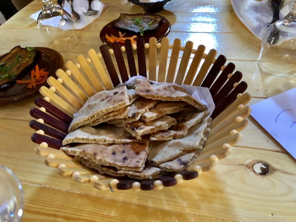 エジプト ナセル湖畔 「Eskaleh Nubian Ecolodge」 レストラン 「アシーエ(パン)」
