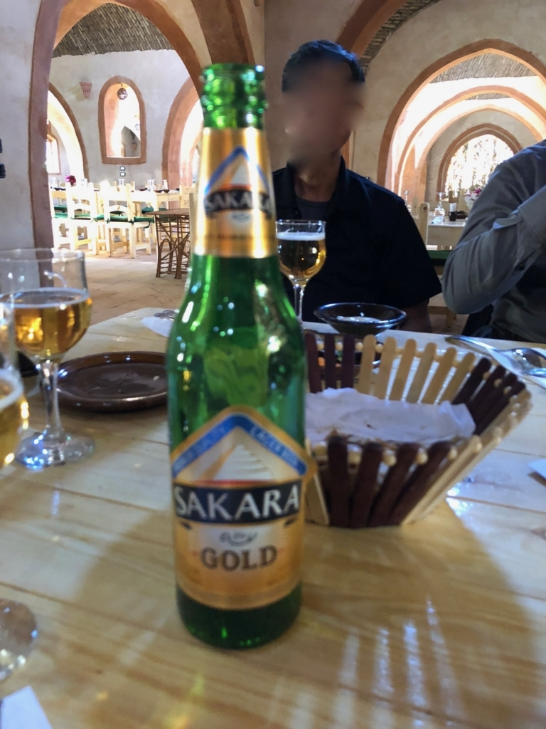 エジプト ナセル湖畔 「Eskaleh Nubian Ecolodge」 レストラン 現地ビール