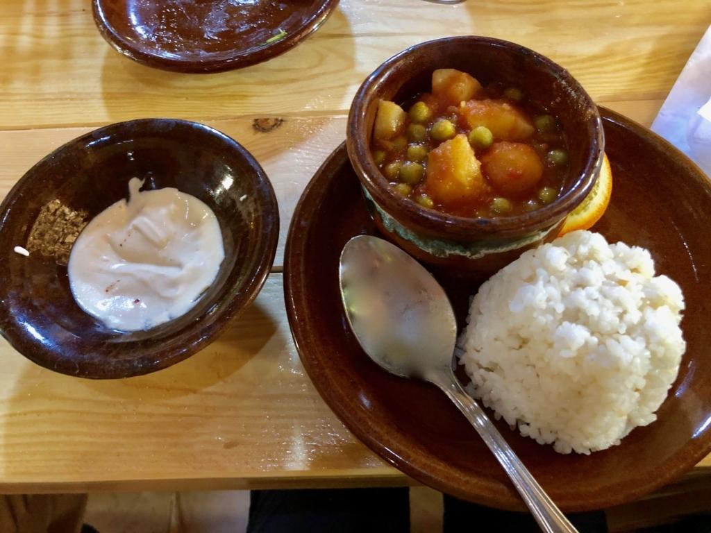 エジプト ナセル湖畔 「Eskaleh Nubian Ecolodge」 レストラン タジン料理野菜 と ライス