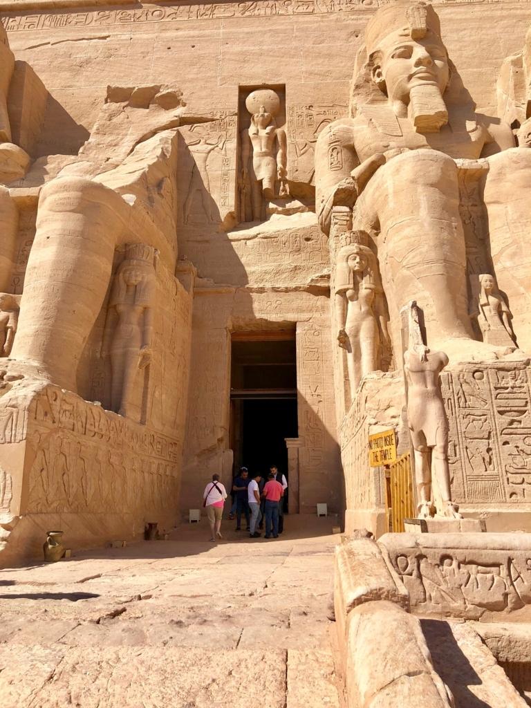 エジプト 南部 アブシンベル神殿 大神殿 入り口