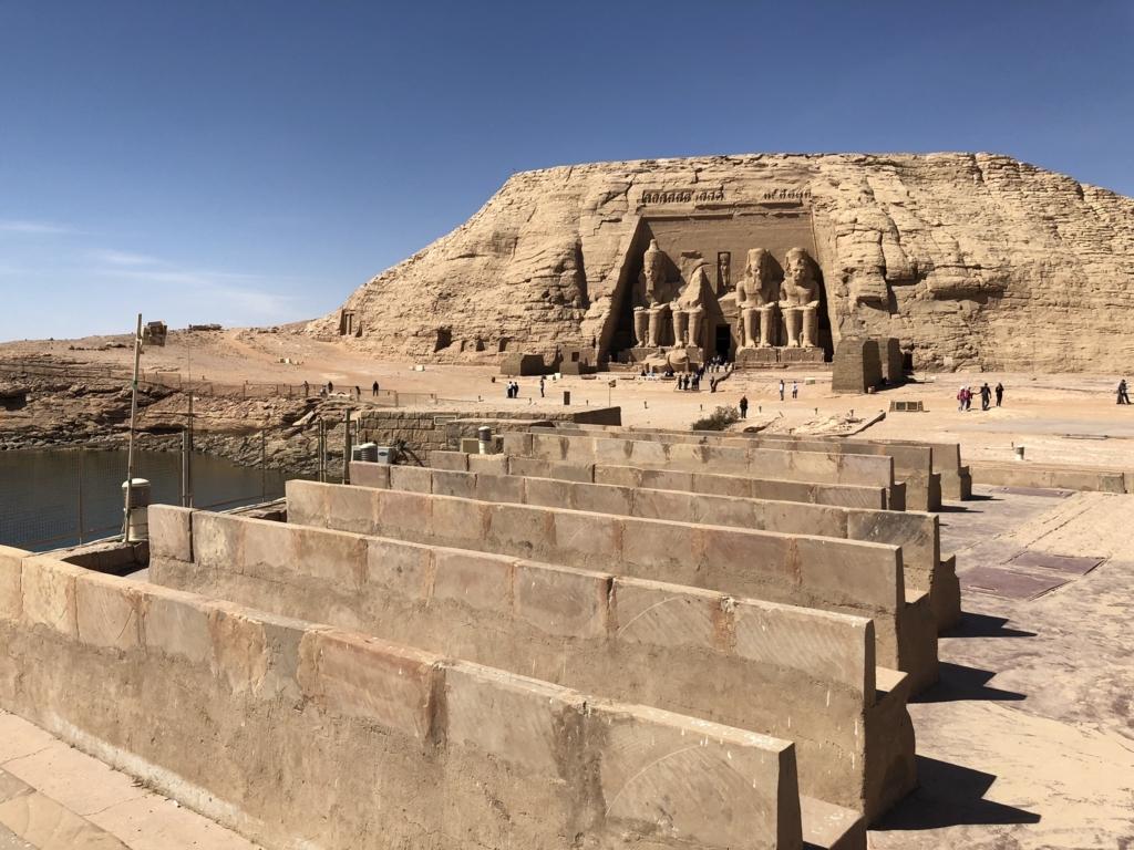 エジプト 南部 アブシンベル神殿 ナセル湖側に 音と光のショー 客席