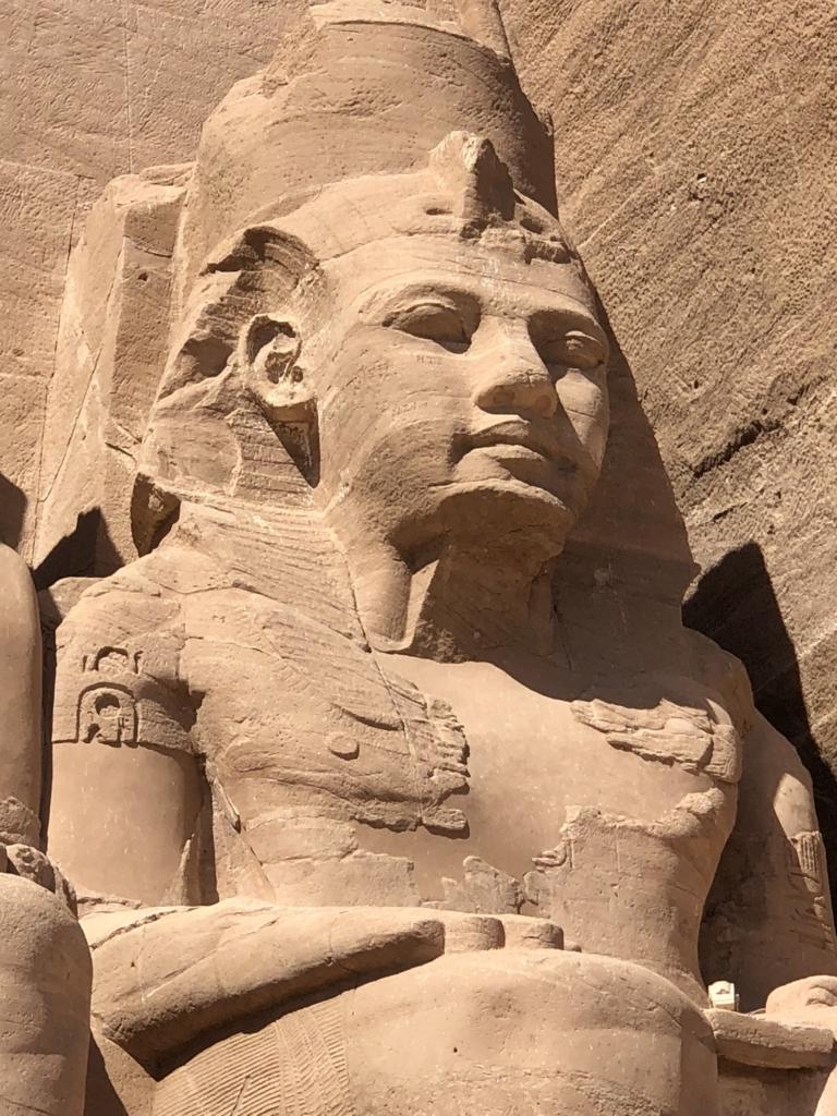 エジプト 南部 アブシンベル神殿 大神殿 4体目のラムセス像 拡大