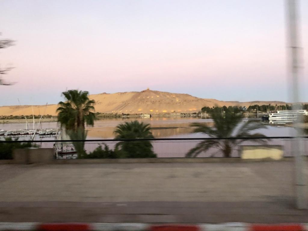 エジプト アスワン 早朝のナイル川
