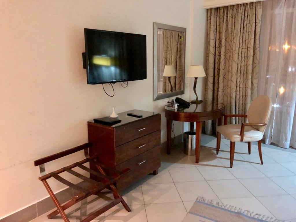 エジプト ギザ「ピラミッズホテル」部屋 大きめのテレビ