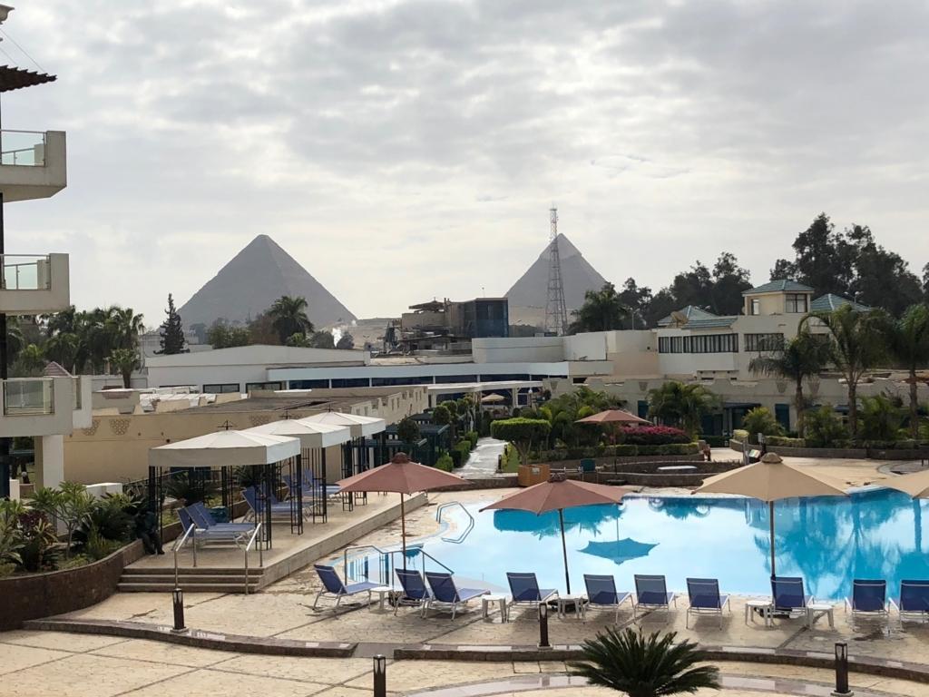 エジプト ギザ「ピラミッズホテル」ピラミッドビューの部屋から