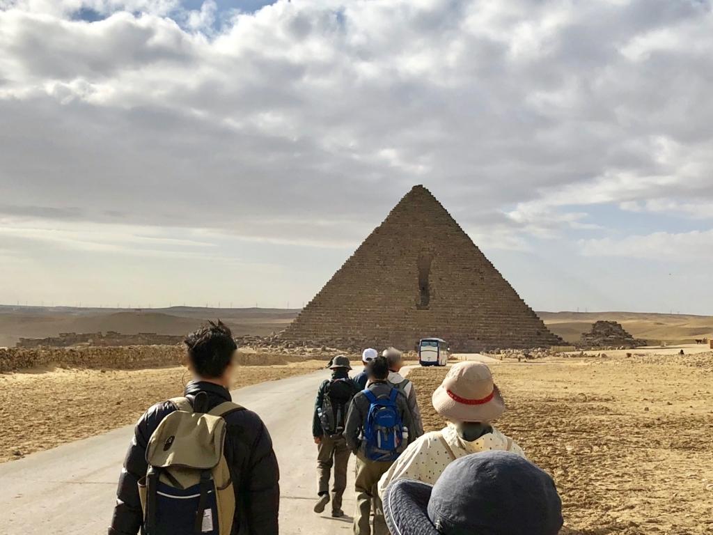 エジプト ギザ 3大ピラミッド観光 徒歩で メンカウラー王のピラミッドへ