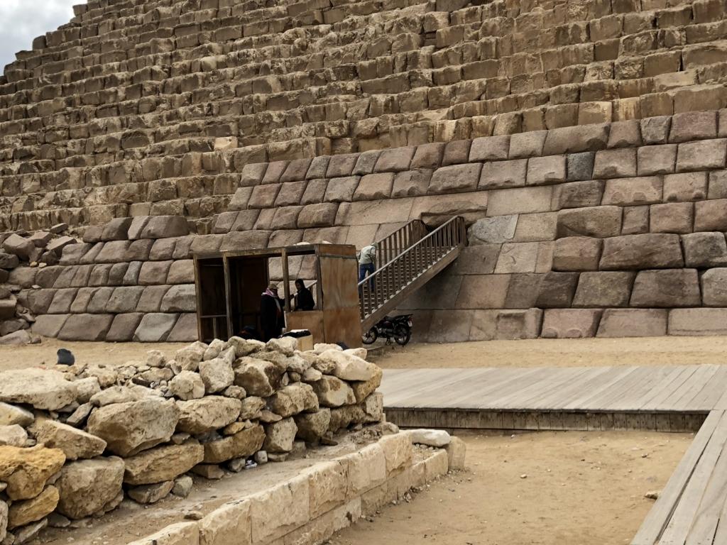 エジプト ギザ メンカウラー王 ピラミッド 入り口通路