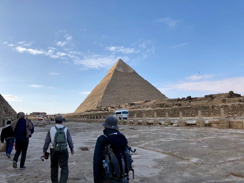 エジプト ギザ カフラー王 ピラミッドへ向かう