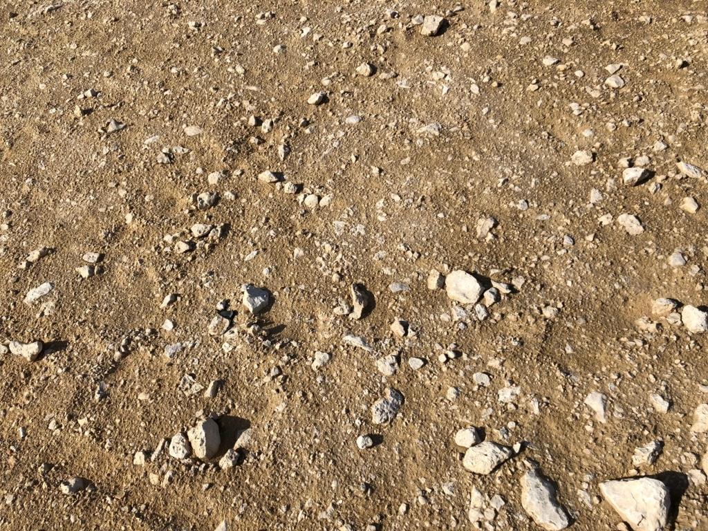 エジプト ギザ 3大ピラミッド 周囲の砂漠 地面