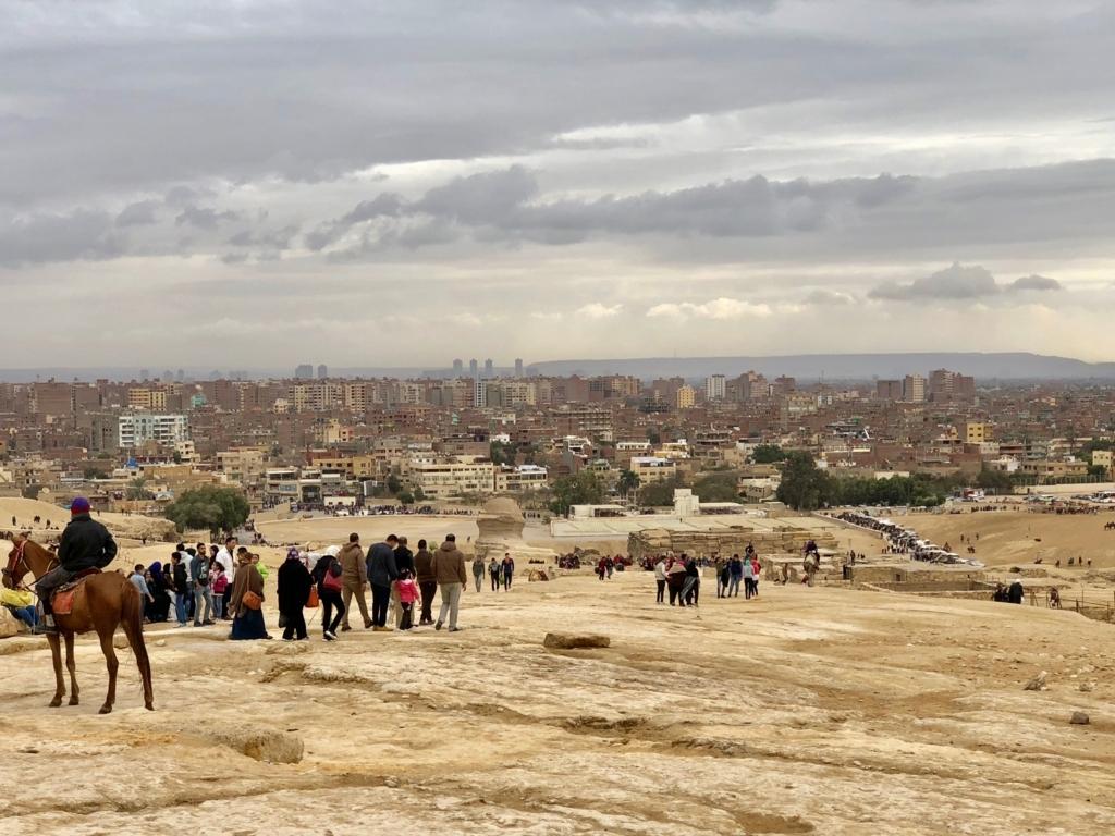 エジプト ギザ 3大ピラミッド かフラー王のピラミッド 麓から大スフィンクス
