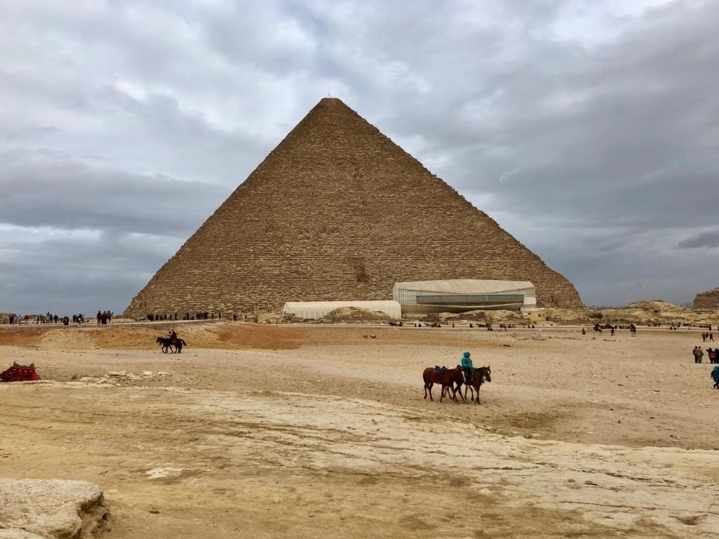 エジプト ギザ クフ王のピラミッド 南側 第一の船「太陽の船博物館」 と 第二の船 発掘現場