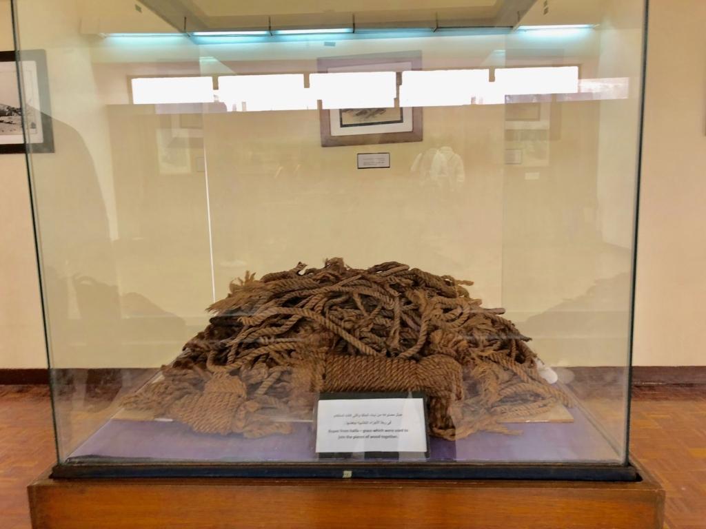 エジプト ギザ 「太陽の船博物館」太陽の船 発掘された数千年前のロープ