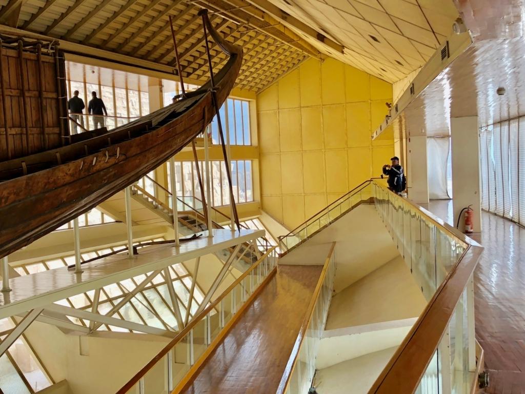 エジプト ギザ 「太陽の船博物館」復元された 太陽の船 船尾