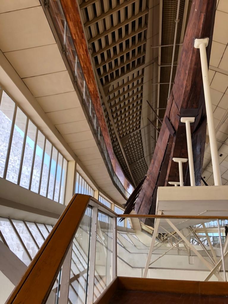エジプト ギザ 「太陽の船博物館」復元された 太陽の船 船底