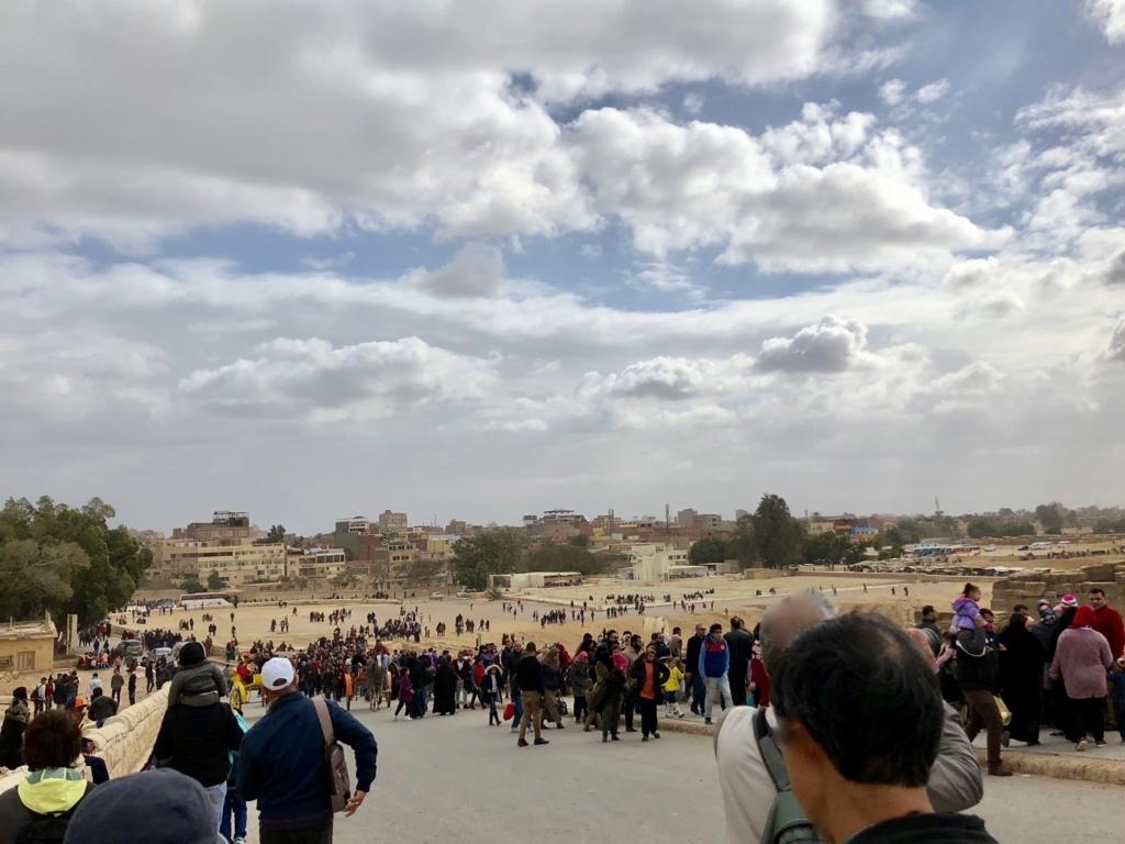 エジプト ギザ エジプトは祝日3連休中 現地の観光客が大量