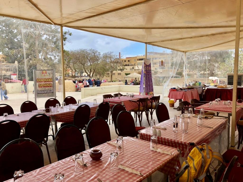 エジプト ギザ レストラン「Panorama Sphinx Restaurant and cafe」テント 店内
