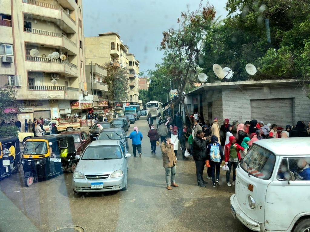 エジプト ギザ ピラミッド近くの 街並み 渋滞、たくさんのアンテナ
