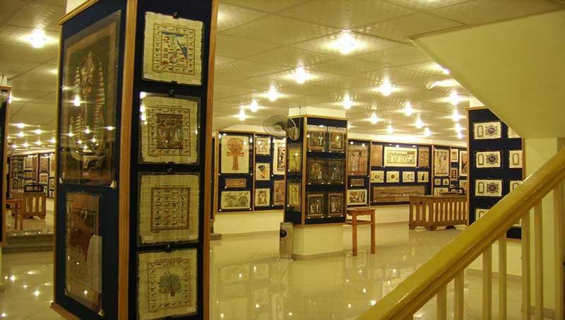 エジプト パピルス店「Aegyptus Papyrus」ルクソール店 店内 by afrotourism.com