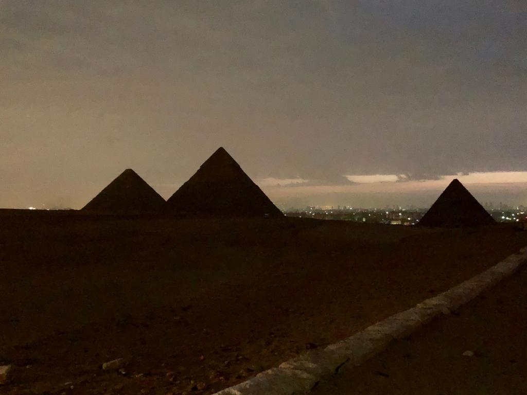 エジプト ギザ 夜明け前 3大ピラミッド