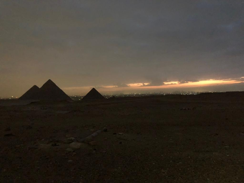 エジプト ギザ 3大ピラミッド 少しずつ夜明け