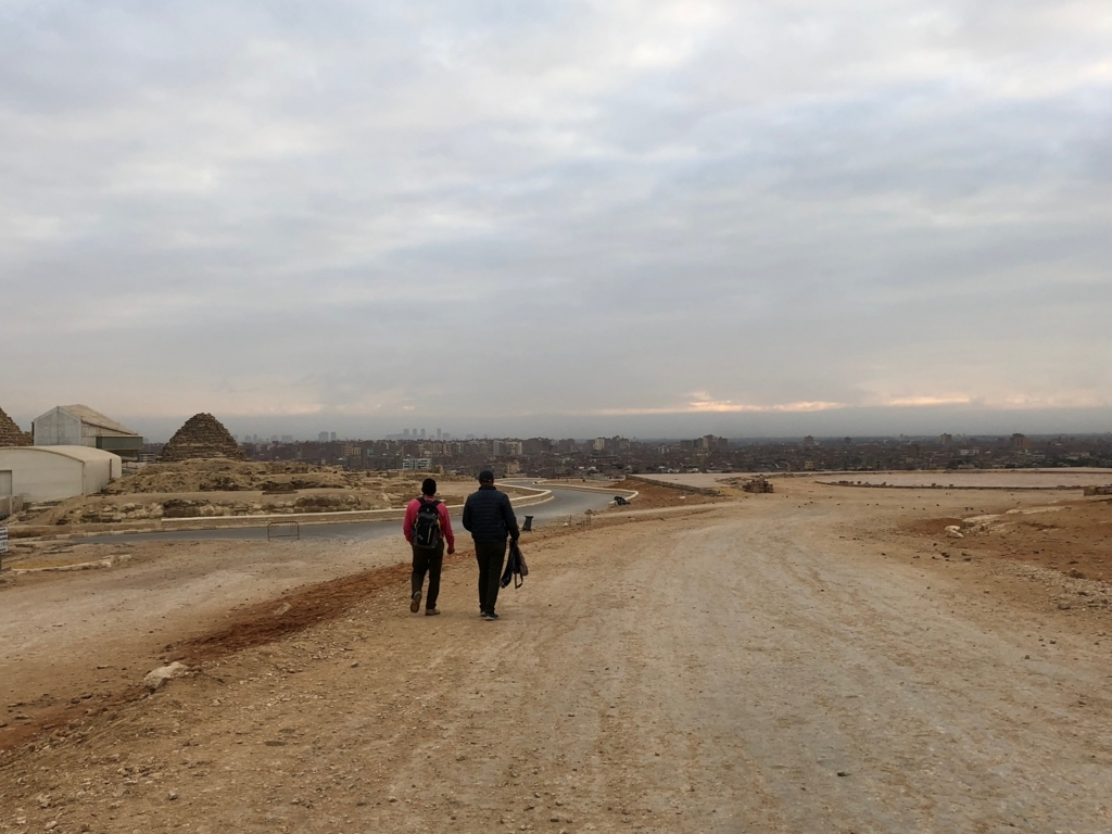 エジプト ギザ 3大ピラミッド 開場前 朝日鑑賞帰り道 誰もいない大スフィンクスへの道