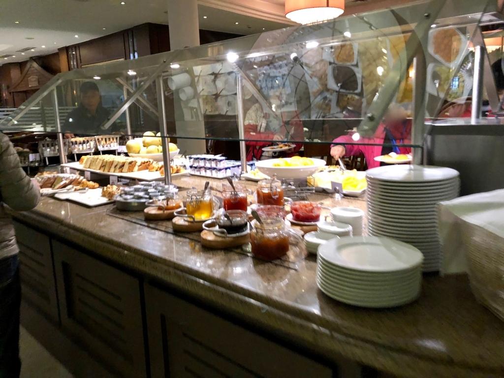 エジプト ギザ「ピラミッズホテル」 朝食バイキング パン・果物類