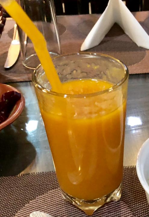 エジプト ギザ 「Sun Z Restaurant and Lounge」フレッシュマンゴジュース