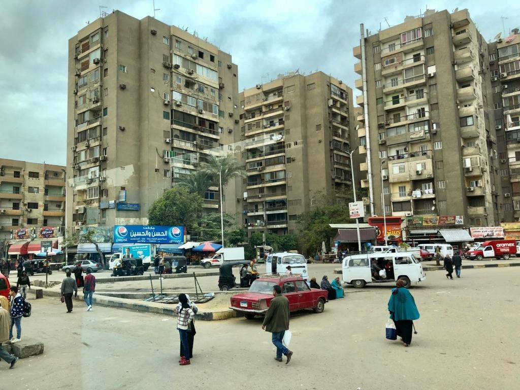 エジプト カイロ「エジプト考古学博物館」への車窓 住宅街
