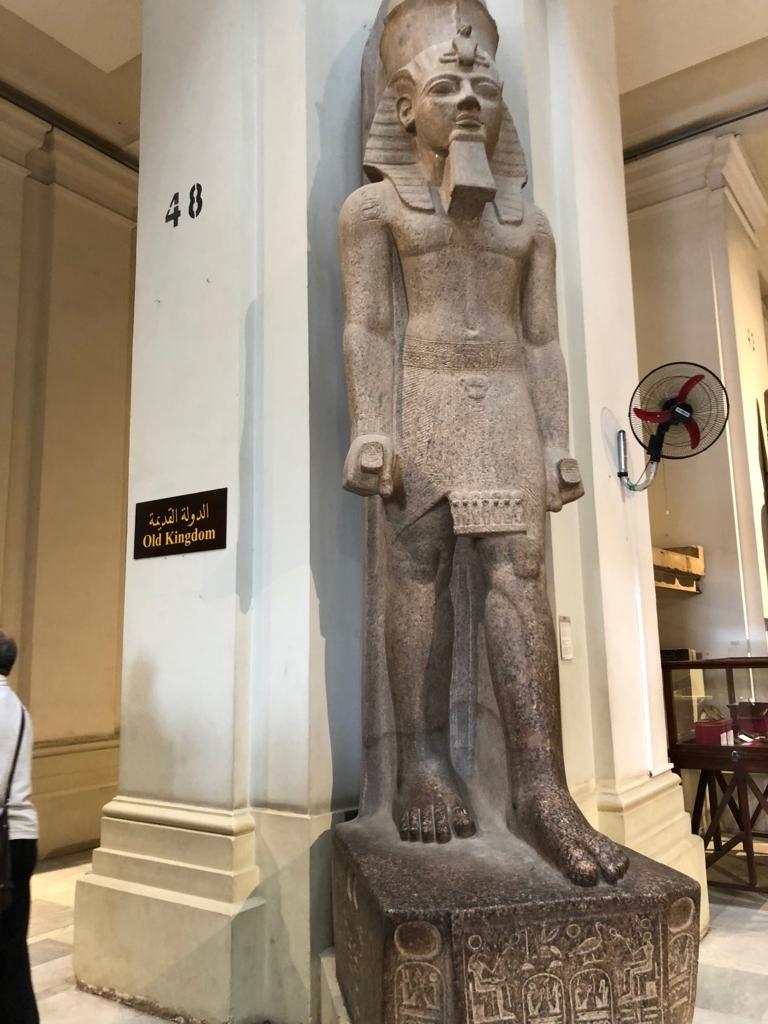 エジプト カイロ「エジプト考古学博物館」正面エリア ラムセス2世の立像